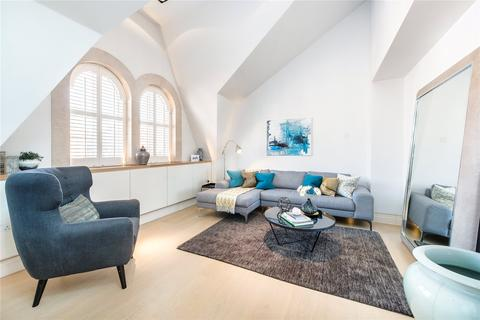 3 bedroom flat to rent - Green Street, London