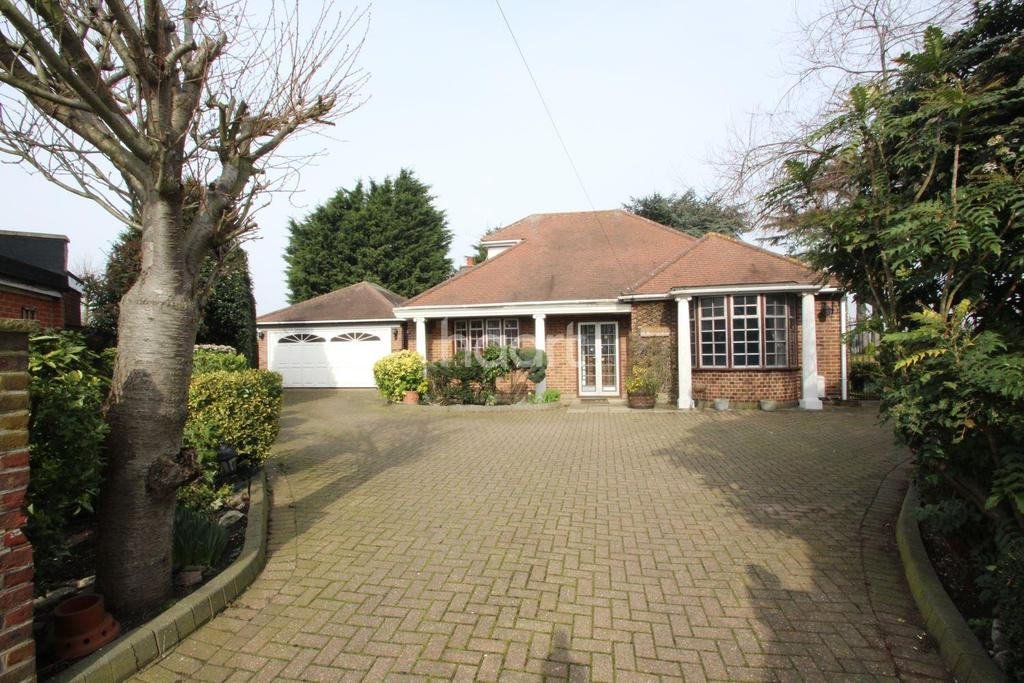 3 Bedrooms Bungalow for sale in Bawdsey Avenue, Newbury Park