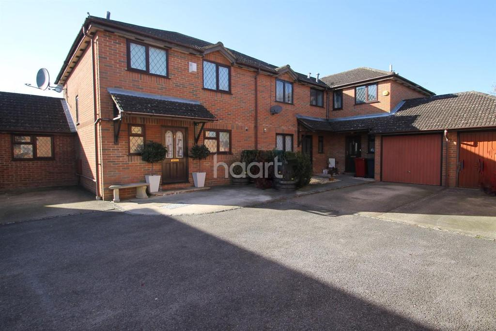 3 Bedrooms Terraced House for sale in Blumfield Court