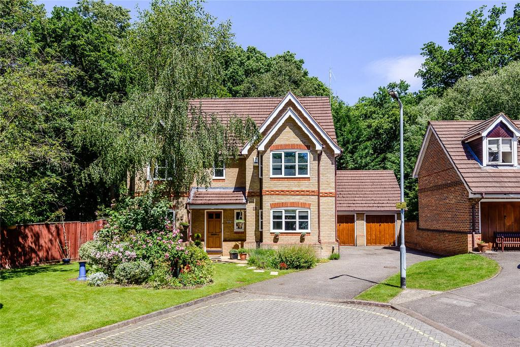 5 Bedrooms Detached House for sale in Charters Way, Ascot, Berkshire