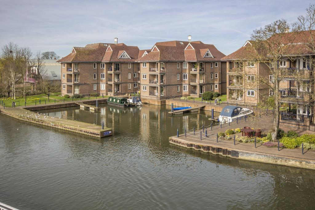 2 Bedrooms Apartment Flat for sale in Eights Marina, Cambridge