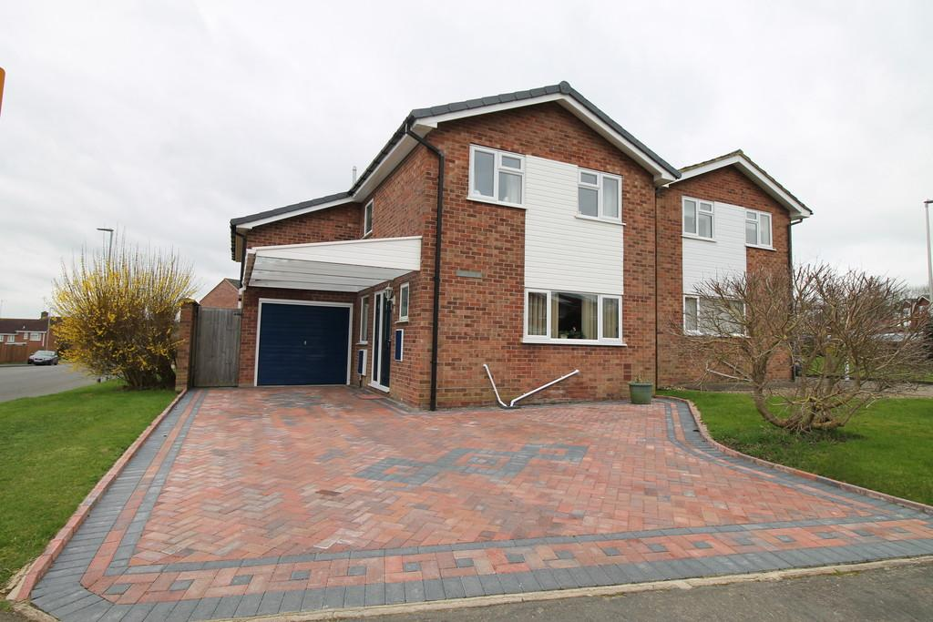 4 Bedrooms Detached House for sale in Overfield Avenue, Market Harborough
