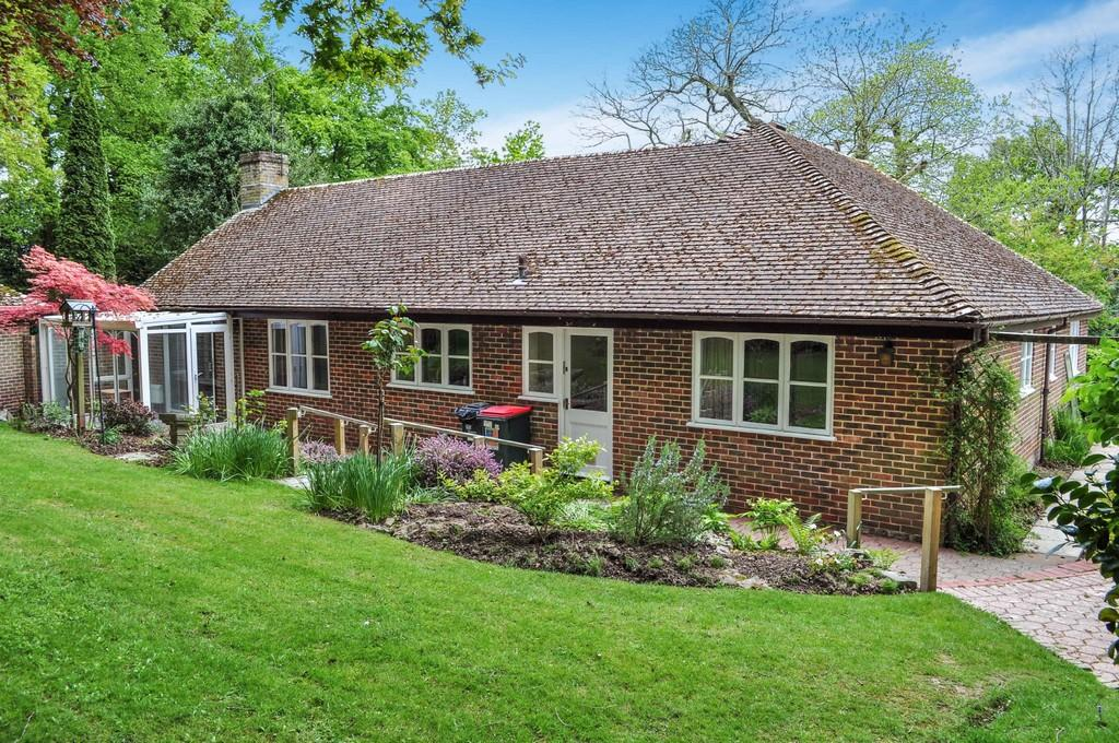 4 Bedrooms Detached Bungalow for sale in Crawley Lane, Pound Hill