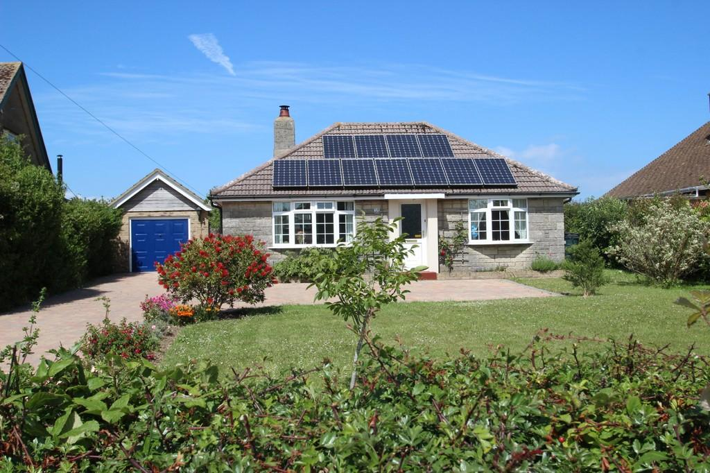 3 Bedrooms Detached Bungalow for sale in Alverstone Road, East Cowes