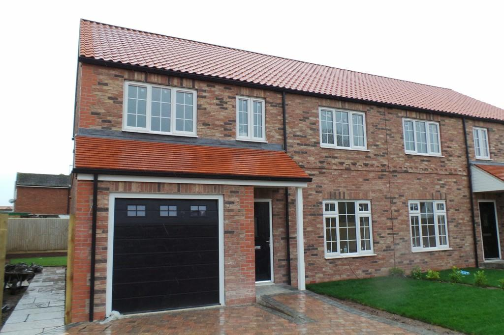 4 Bedrooms Semi Detached House for sale in The Palatine, Chapel Garth, Hambleton, YO8 9JG