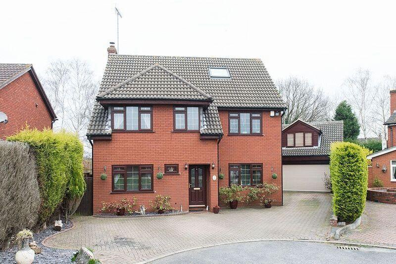 4 Bedrooms Detached House for sale in Redwing Court, Kidderminster DY10 4TR