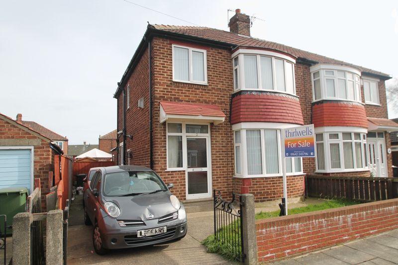 3 Bedrooms Semi Detached House for sale in Deva Close, Longlands