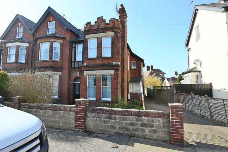 3 Bedrooms Maisonette Flat for sale in Corton Road, Lowestoft