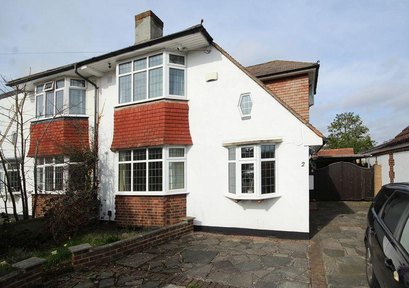 3 Bedrooms Semi Detached House for sale in Worcester Close, Shirley