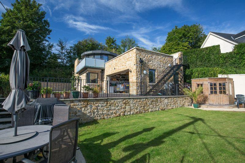 3 Bedrooms Detached House for sale in BRUTON - Between Castle Cary and Frome