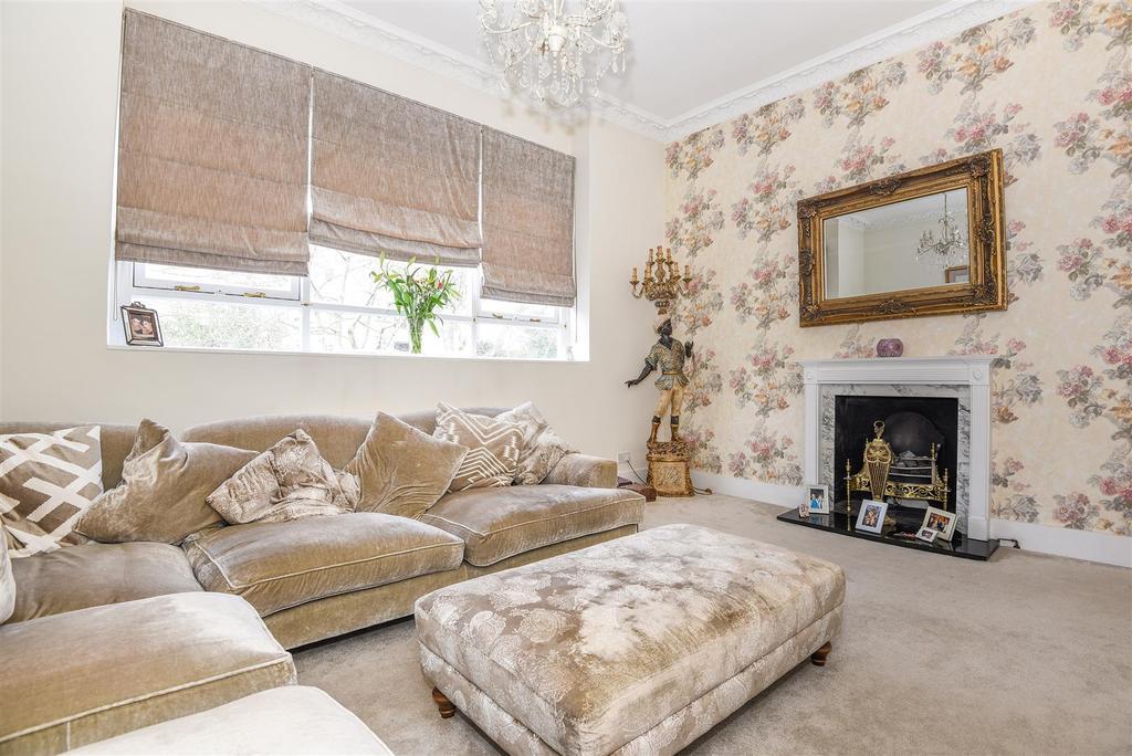 2 Bedrooms Flat for sale in Holmbush Road, Putney