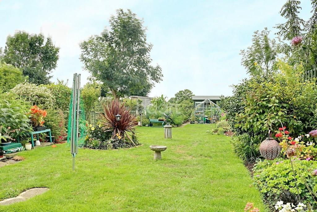 3 Bedrooms Detached House for sale in Haynes Road, Hornchurch