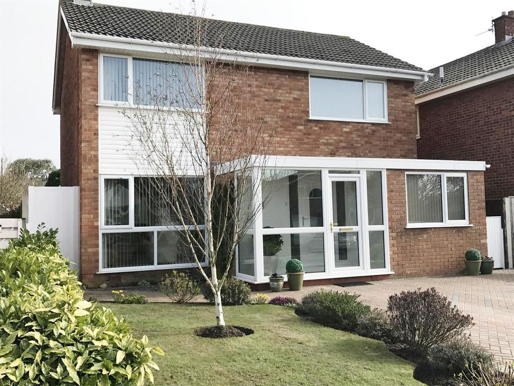 4 Bedrooms Detached House for sale in Larchwood Close, Lytham