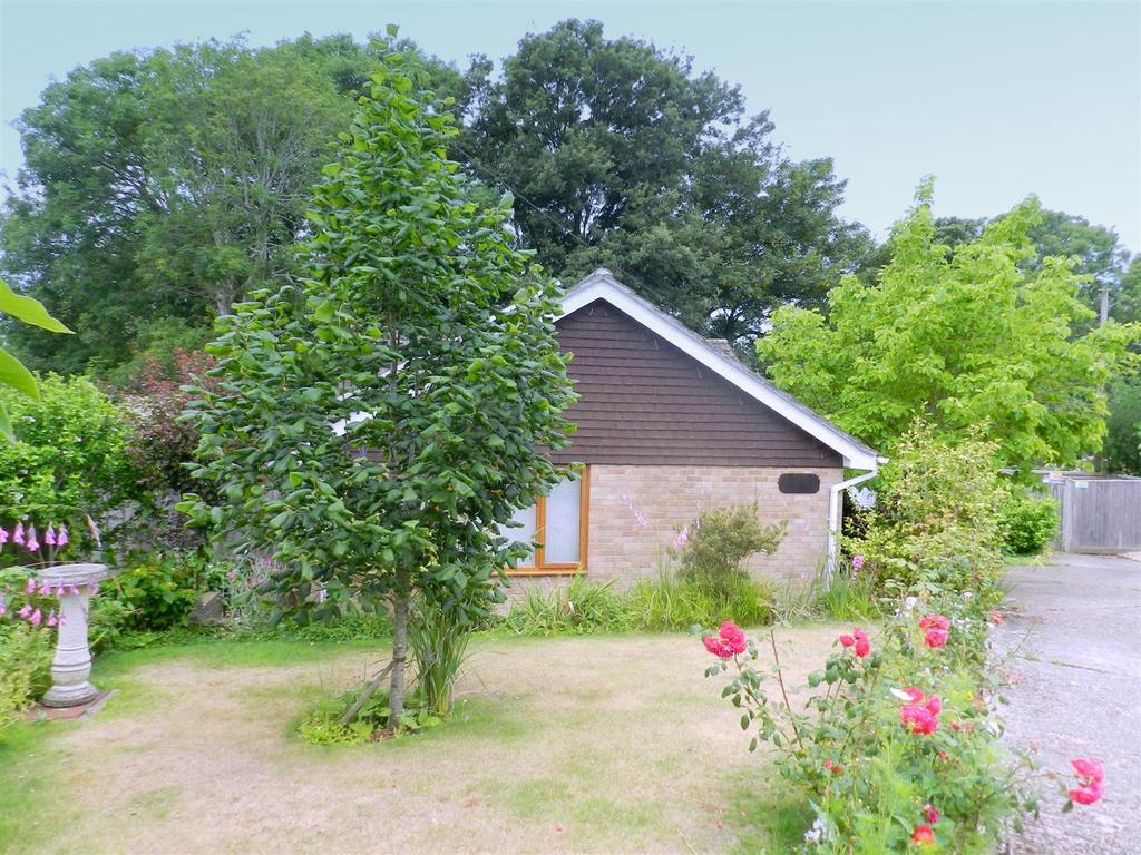 3 Bedrooms Detached Bungalow for sale in Windmill Close, Ryde