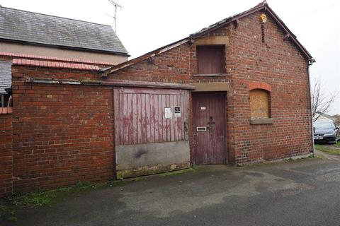 4 bedroom property with land for sale - Gemig Street