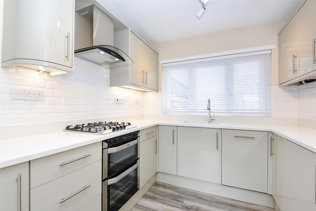 3 Bedrooms Maisonette Flat for sale in Arabella Drive, Putney