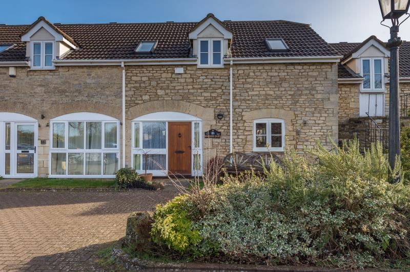 3 Bedrooms Terraced House for sale in Wolsey Court, Woodstock, Oxfordshire