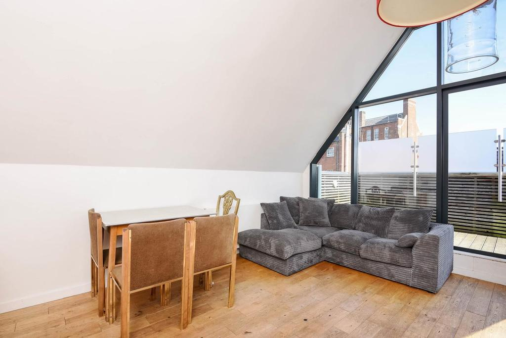 3 Bedrooms Semi Detached House for sale in Weybourne Street, Earlsfield, SW18