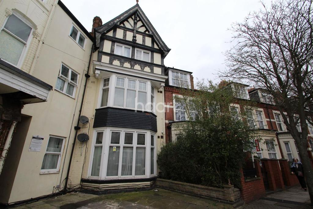 2 Bedrooms Flat for sale in St Albans Road, Leicester
