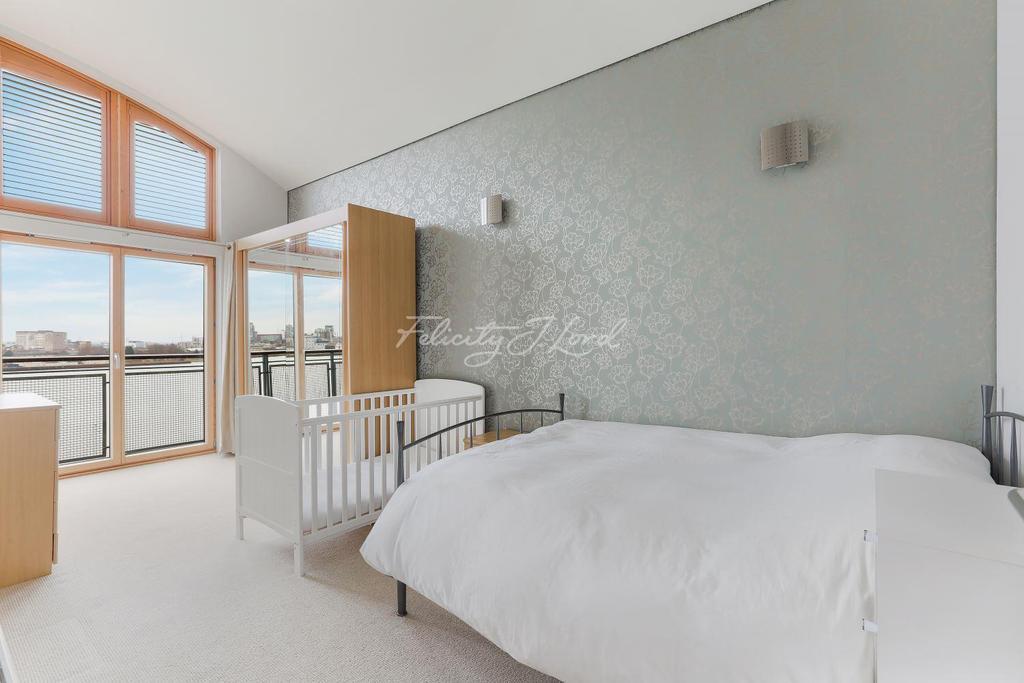 2 Bedrooms Flat for sale in Maurer Court, Greenwich, SE10