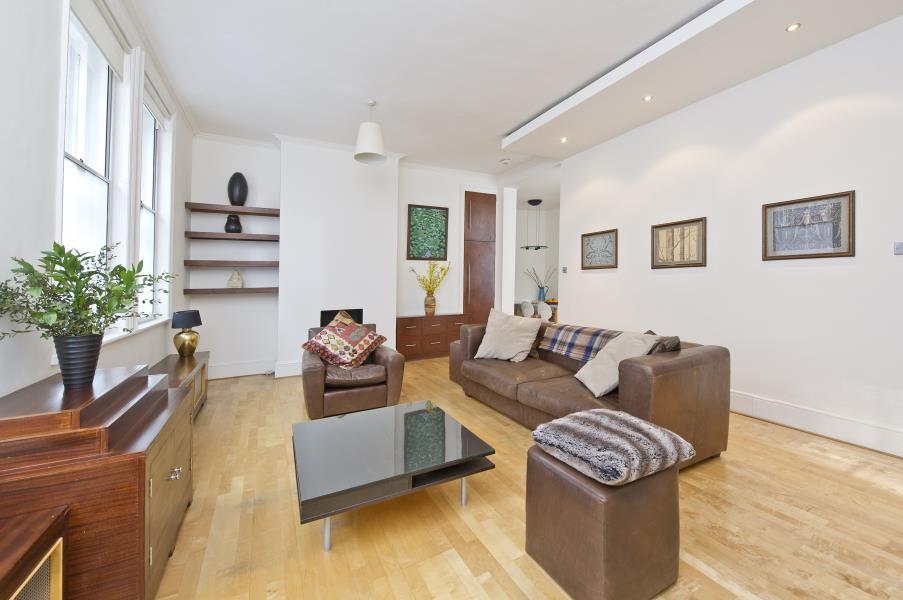 1 Bedroom Flat for sale in Glyn Mansions. Hammersmith Road, W14