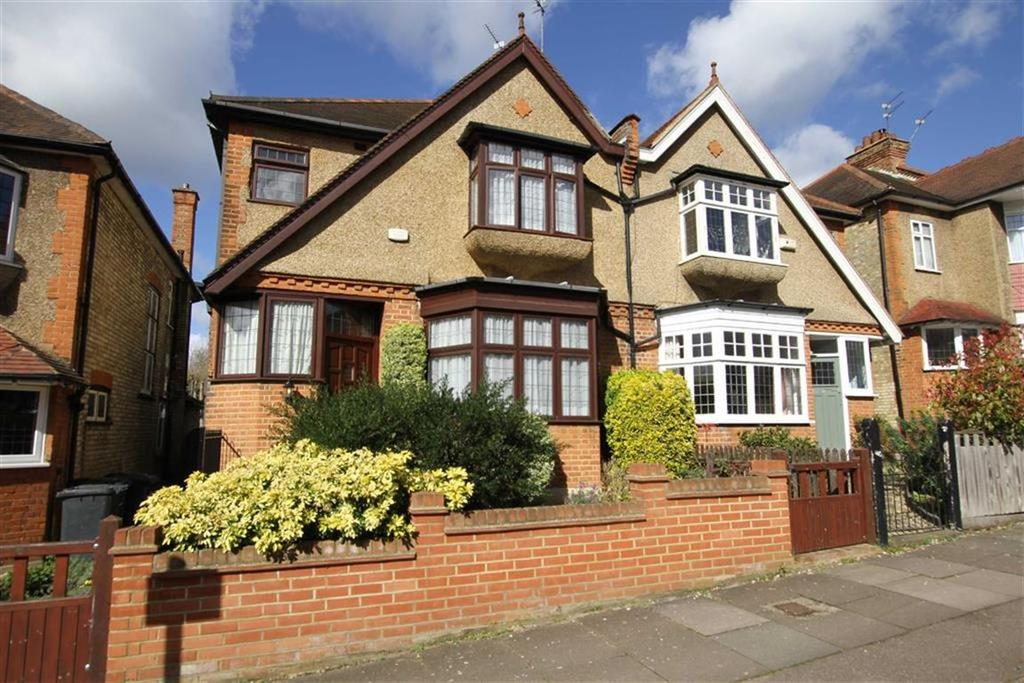 4 Bedrooms Semi Detached House for sale in Fitzjohn Avenue, High Barnet, Herts, EN5