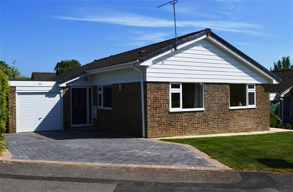 3 Bedrooms Detached Bungalow for sale in Sopwith Crescent, Wimborne, Dorset