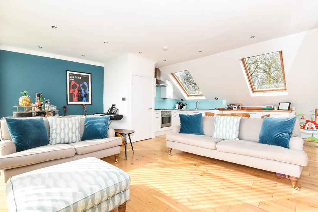 3 Bedrooms Flat for sale in Ross Road London SE25