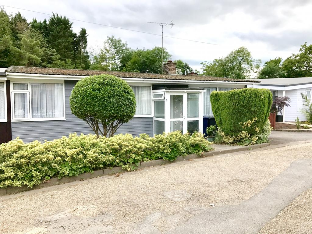 3 Bedrooms Bungalow for sale in Finnamore Wood, Marlow