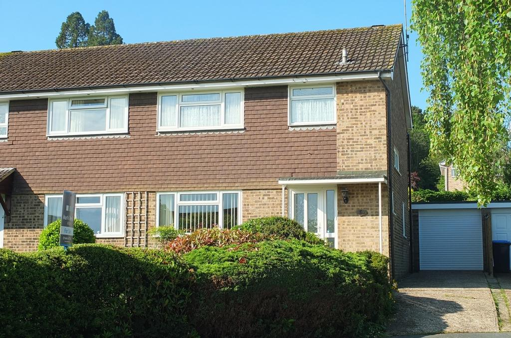 3 Bedrooms House for sale in Pembury Close, Haywards Heath, RH16