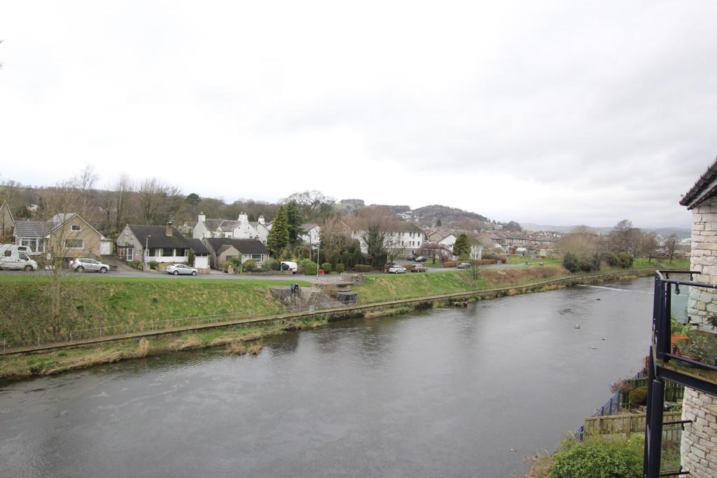 2 Bedrooms Apartment Flat for sale in 19 Riverdale Court, Kendal