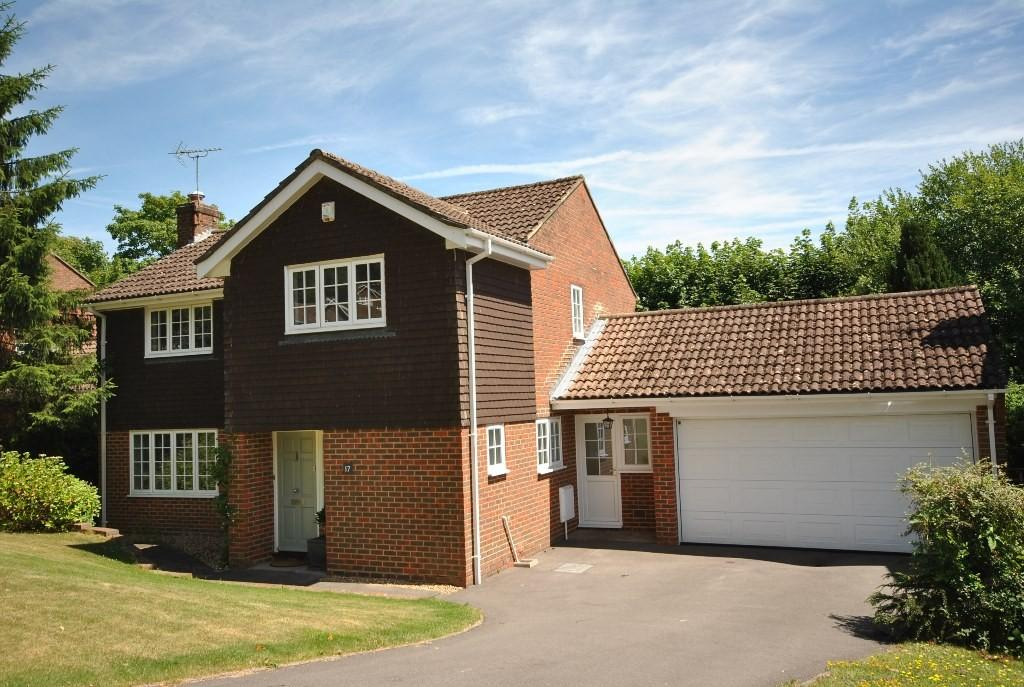 4 Bedrooms Detached House for sale in Priors Wood, Haslemere, GU27