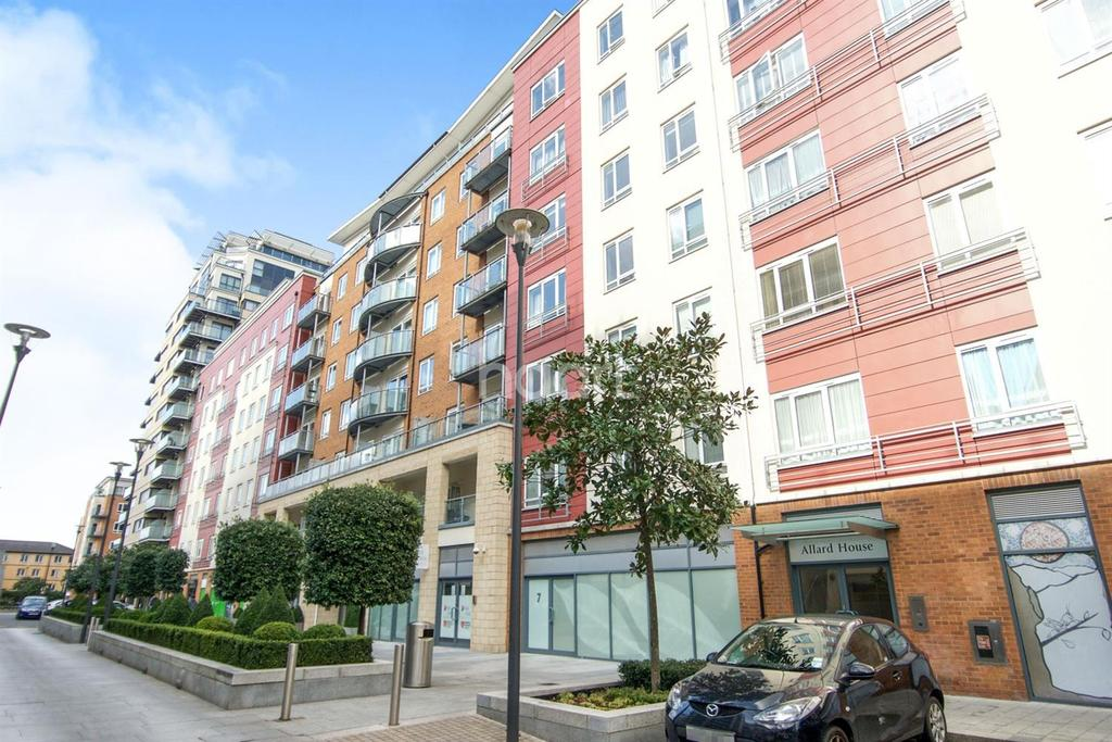 2 Bedrooms Flat for sale in Allard House, Beaufort Park Colindale