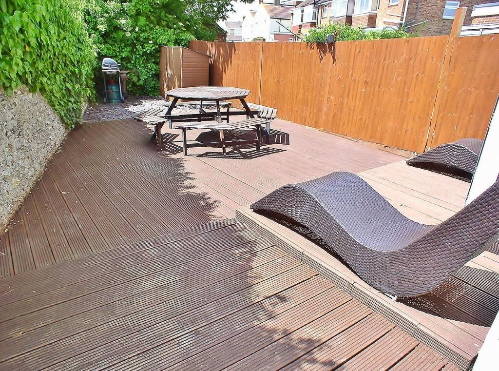 2 Bedrooms Ground Maisonette Flat for sale in Southwick