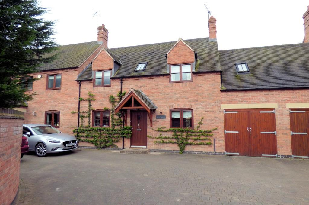 3 Bedrooms Mews House for sale in Alders Reach, Rolleston-on-Dove