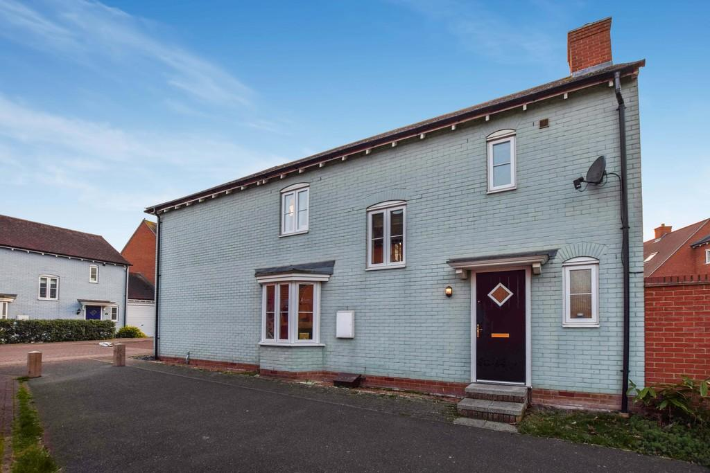 3 Bedrooms Semi Detached House for sale in Abbey Field View, Colchester