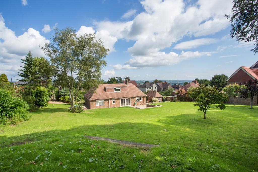 3 Bedrooms Detached House for sale in Vicarage Lane, Burwash Weald, East Sussex, TN19 7LW
