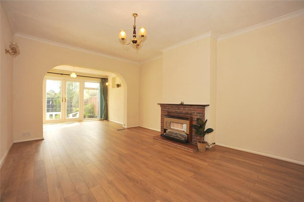 3 Bedrooms Semi Detached Bungalow for sale in Whitby Avenue, Ingrave, Brentwood, Essex, CM13