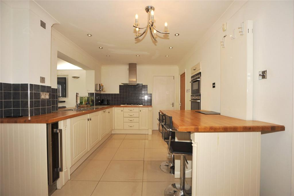 3 Bedrooms Detached House for sale in Wendover Gardens, Brentwood, Essex, CM13