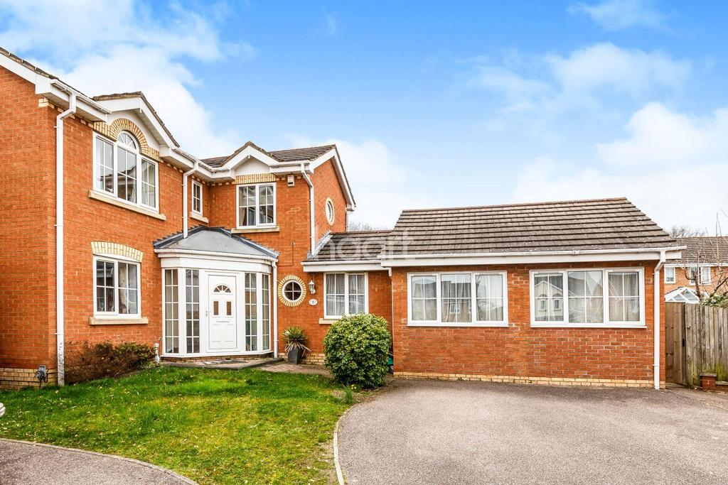 5 Bedrooms Detached House for sale in Jackdaw Close, Poplars, Stevenage