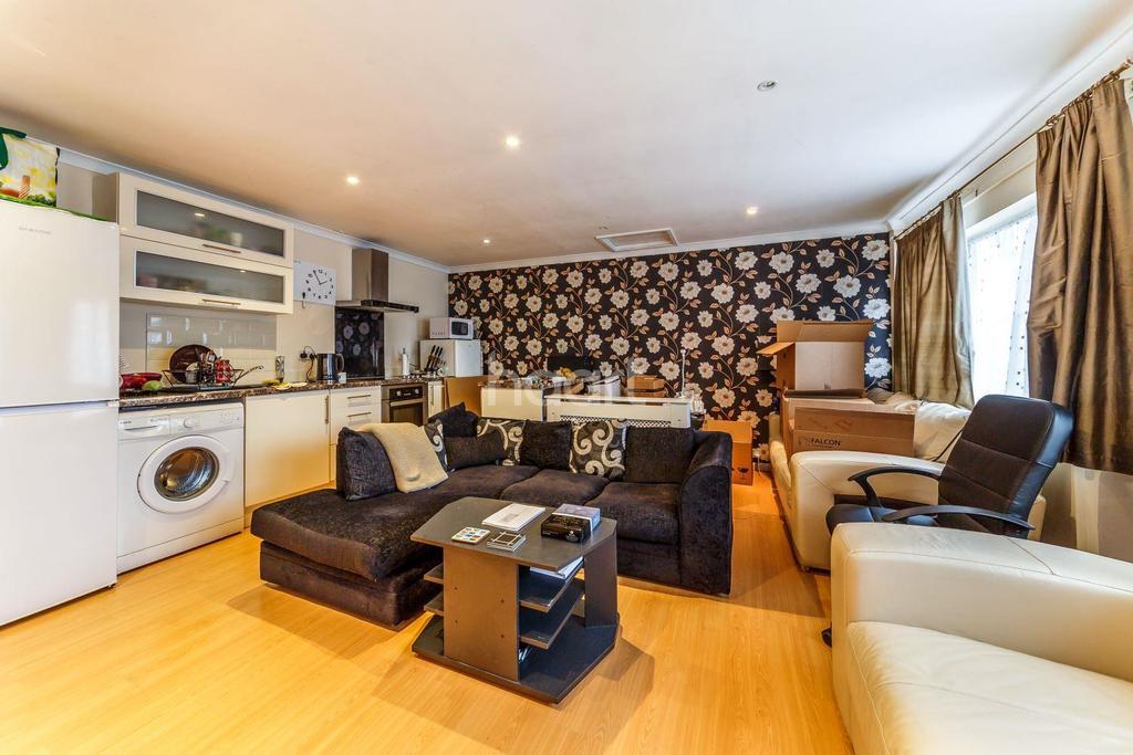 5 Bedrooms Detached House for sale in Jackdaw Close, Poplars, Stevenage