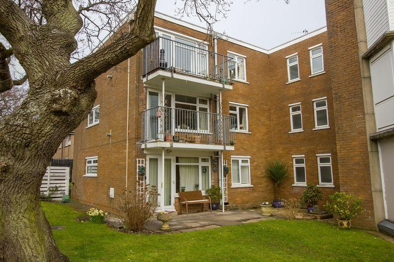 2 Bedrooms Apartment Flat for sale in Salisbury Close, Penarth