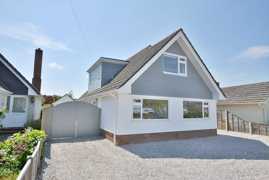 4 Bedrooms Detached House for sale in Dorset Avenue, FERNDOWN