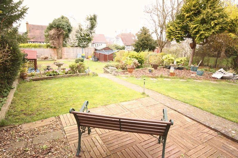 5 Bedrooms Bungalow for sale in Beechwood Road, Sanderstead