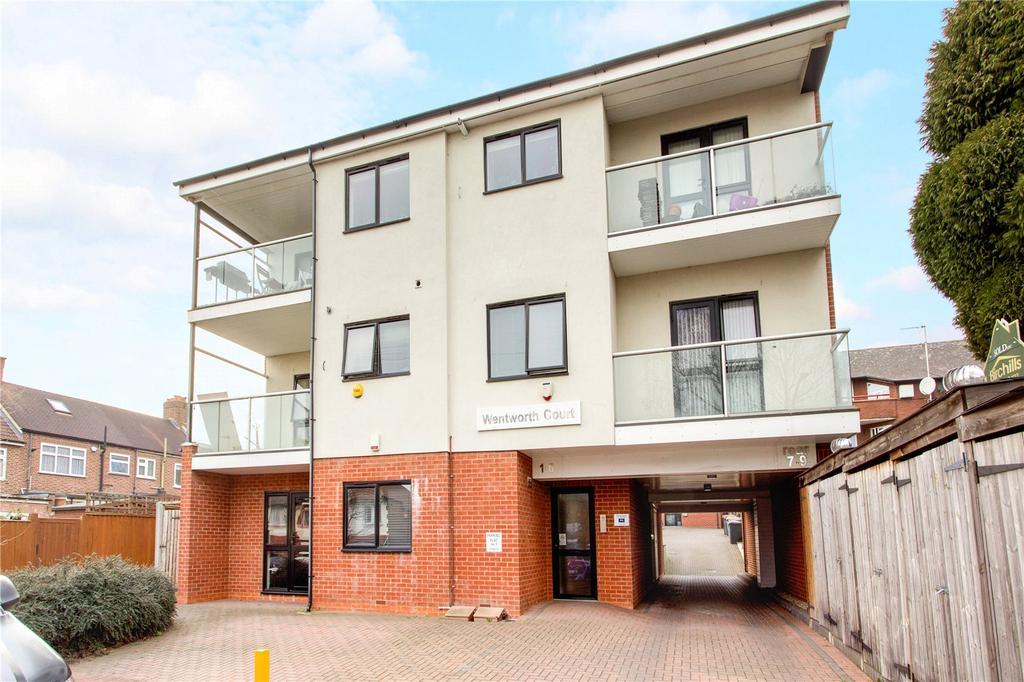 2 Bedrooms Flat for sale in Albert Road, Buckhurst Hill, Essex, IG9