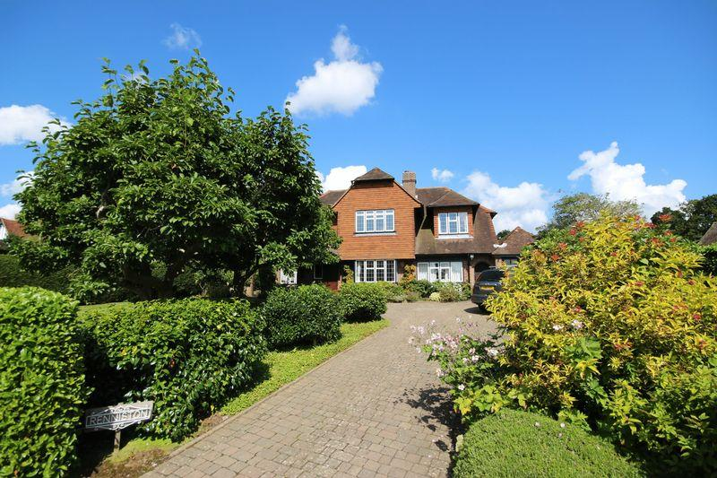 4 Bedrooms Detached House for sale in Rookery Way, Haywards Heath, West Sussex