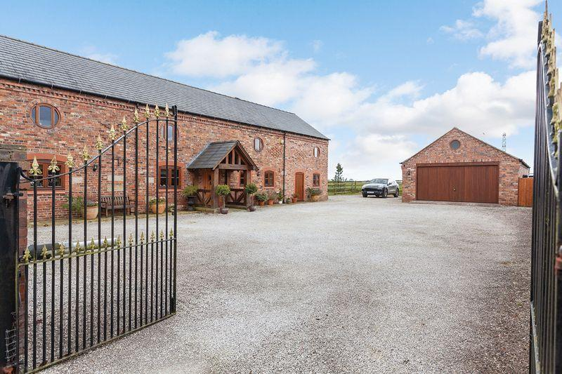 4 Bedrooms Barn Conversion Character Property for sale in Colliers Lane, Aston By Budworth