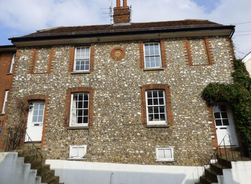 3 Bedrooms Town House for sale in LEATHERHEAD