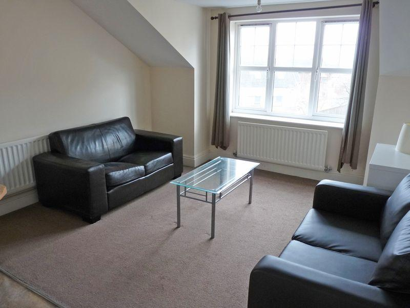2 Bedrooms Apartment Flat for sale in Woolcombers Way, Bradford BD4 8JF2 Double Bedroom, 2 Bathroom 2nd Floor Apartment with Parking