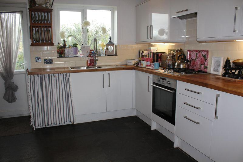 2 Bedrooms End Of Terrace House for sale in Station Road, Ilminster